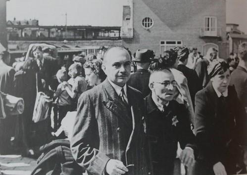 Oost - Joden op de Muiderpoortstation