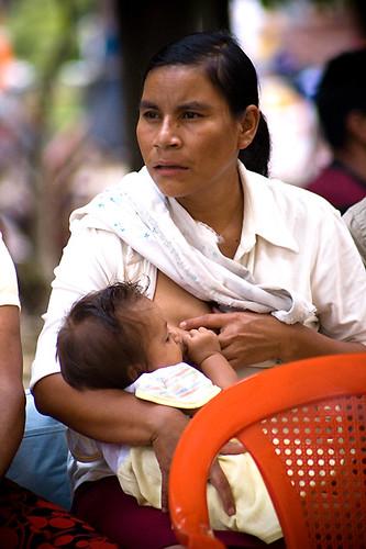el amor de madre. Amor de madre, Juayúa. Parte del photowalk El Salvador, 23 Agosto 2008 www.photoshopuser.com/photowalk/city/san-salvador.html