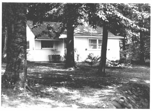 800px-Ernest_Hemmingway_Cottage_Walloon_Lake_MI