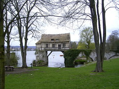 Vernon (27 Eure) -  Le vieux moulin (normandie2005) Tags: france mill nature garden landscape geotagged moulin mhle jardin eu frana monet normandie frankrijk 27 vernon geotag normandy francia garten giverny frankrig claudemonet normandia eure normand fransa normandi francja hautenormandie ranska  normanda  franciaorszg normandie2005 vreux normandiet discoverfrance franczsko   prantsusmaa perancis francelandscape normandiya frana      dcouvrirlafrance entdeckefrankreich