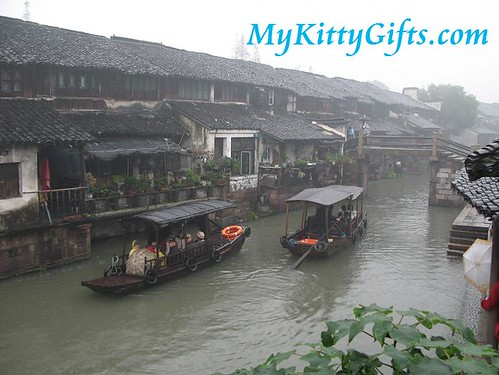 Hello Kitty's View of Tour Boats in Wu Zhen