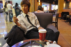 Dubai Shopping Mall Starbucks. (SSNNYY) Tags: trip travel boy portrait guy asian al nikon dubai chinese visit traveller journey cantonese  visitor 18200  d90  aeu     burj arab