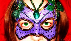 38/365 - Saturated Saturday (Nikki-Dee) Tags: green eyes purple mask widescreen 365 masked february 2009 digitalcameraclub fgr feb09 flickrgrouproulette february2009 february09 saturatedsaturday 3652009