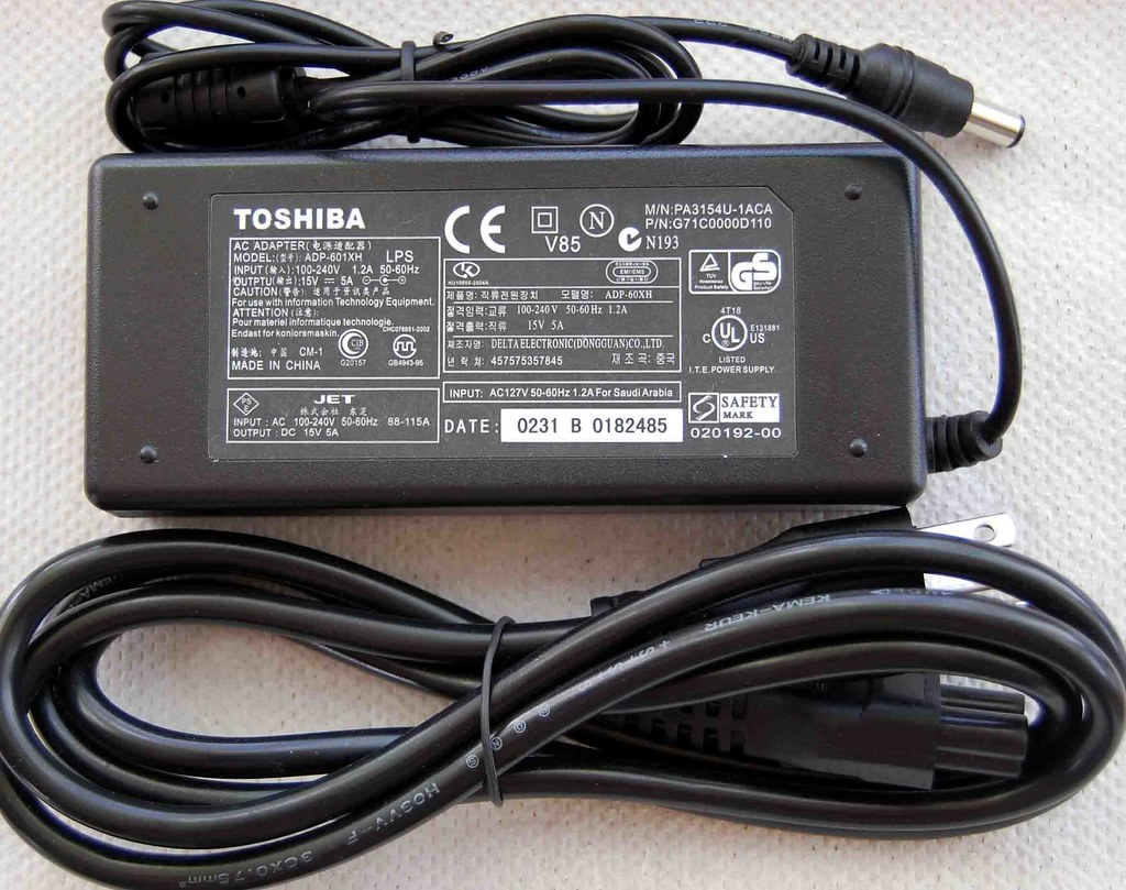 Toshiba Laptop OEM AC Adapter Charger (Power cord) 15V5A