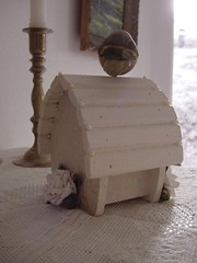 Pearly Birdhouse side