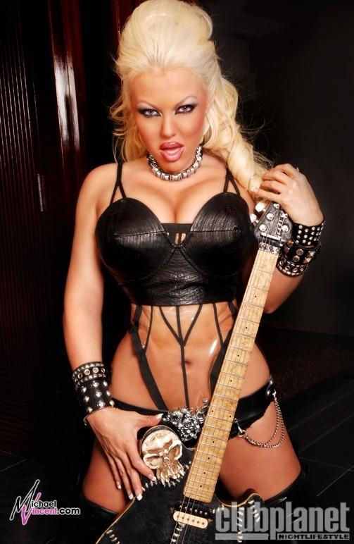 [FOTOS] DJ Ashba (Si quieren poner fotos de Nicole...buenísimo :hihi:) - Página 5 2501376369_993240a4a6_o