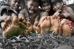 happy feet (my fLEEckr) Tags: city art children photography angeles philippines lee pampanga sense uncommon viray artography visiongroup leeviraycahili cahili