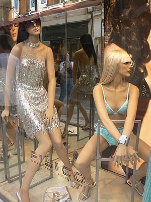 vitrines saint trop  filles.jpg