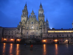 "Santiago Cathedral at Night • <a style=""font-size:0.8em;"" href=""http://www.flickr.com/photos/48277923@N00/2626412484/"" target=""_blank"">View on Flickr</a>"