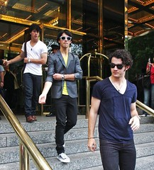 JONAS BROTHERS LEAVING A HOTEL IN NEW YORK (dancemaniac17) Tags: glasses kevin boots brothers nick joe jonas blueshirt yellowshirt whiteshirt graycoat nickjonas kevinjonas joejonas joanbrothers jeanssneakers