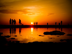 Tunisia Sunset (crsan) Tags: people reflection silhouette creative commons cc creativecommons backlit tunisien 2007 resa sommar douz crsan holmr christianholmercom