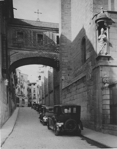 Arco de Palacio (Toledo) en 1915. Foto E. M. Newman. The Hispanic Society of America