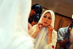 DSC_7141 (Nadzri Muhamad) Tags: wedding 50mm nikon candid hijab putrajaya selangor perkahwinan malaywedding photogarpher d80 persandingan jurugambar jurufoto dewanseriendon