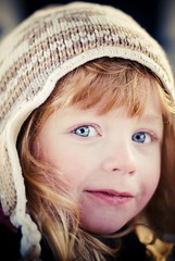 365 366 - Violet Blush (Ly (Lyanne Wylde Photography)) Tags: xmas cold hat blueeyes violet mydaughter gruffalo hatbygap imcuttingherfringetomorrowmorning