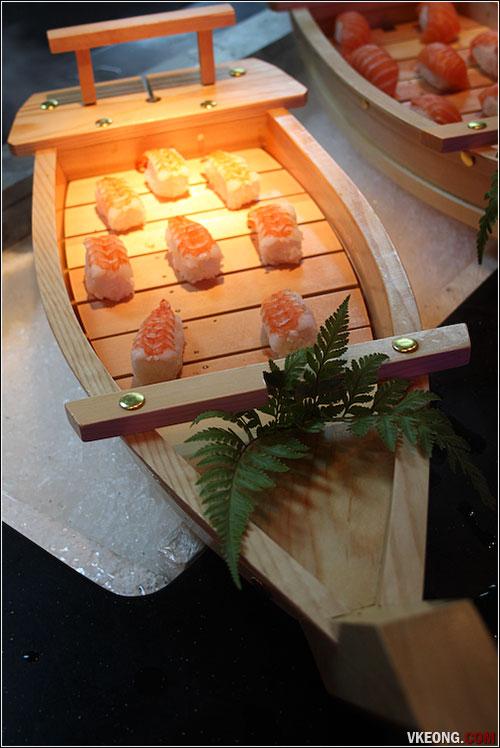 ebiko-sushi-boat
