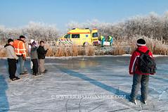 090110Molentocht9279 (richardvanhoek) Tags: nederland ambulance molentocht ijs schaatsen vorst winterweer vriezen schaatstocht winterijspret