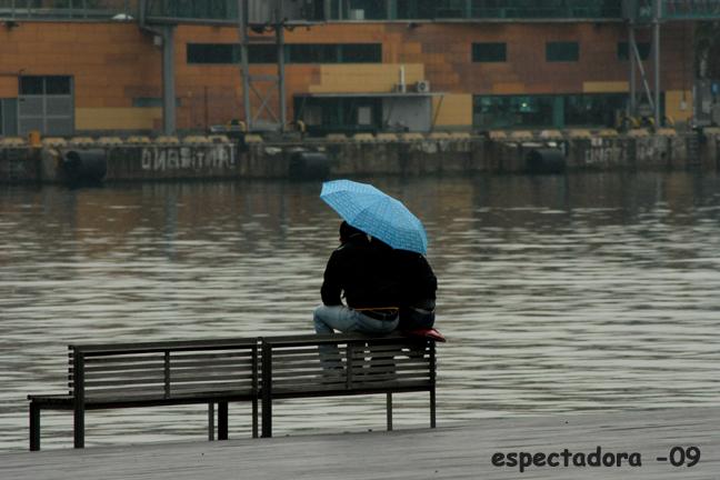 Da igual que llueva...mientras estén juntos...