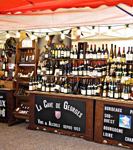 Au marché: le vins du pays