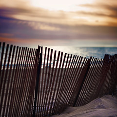Happy Fence Friday {End of the World} Edition! (pixelmama) Tags: sunrise lakemichigan gettyimages beachfence hff therapture evanstonillinois chasinglight fencefriday endoftheworldedition isitreallyhere thebeginningoftheendofdays isayforgetthehouseworkthegardening getoutsideandenjoylifewhileyoustillcan