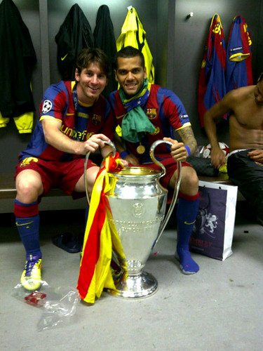 Messi y Alves con la Copa
