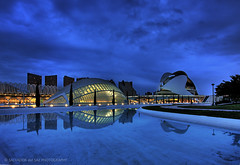 Blue hour on a cloudy day at the City of Arts and Sciences (Two photos for celebrating my 2nd anniversary in Flickr 1/2) (Salva del Saz) Tags: city blue santiago espaa reflection water valencia azul architecture canon reflections atardecer still spain arquitectura dusk arts ciudad wideangle hour hora calatrava reflejo artes 1022mm hdr highdynamicrange 1022 anochecer urbanscape reflejos ciencias efs1022 lovemyflickrfriends sciencies salvadordelsaz salvadelsaz lovemyefs1022mmlenses ylihlm loveisthekeyloveistheanswer