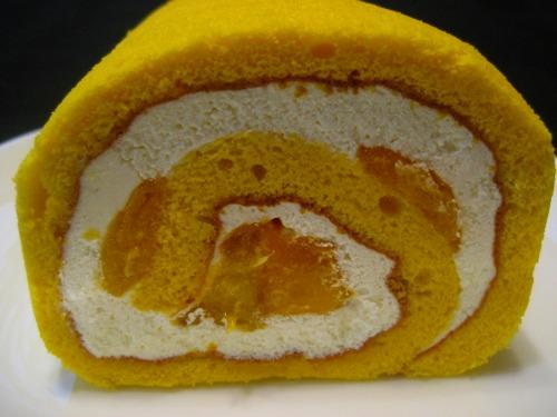 """Gin bu"" Roll Cake"