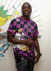 akon chilling on mtv trl