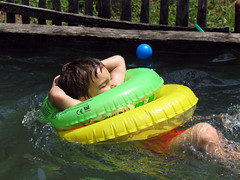 Slaufi 2 (mpvujic) Tags: kids banja srbija bazen vikendica radaljska