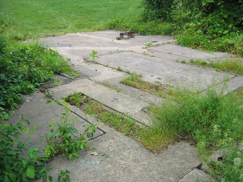 Concrete pad foundation
