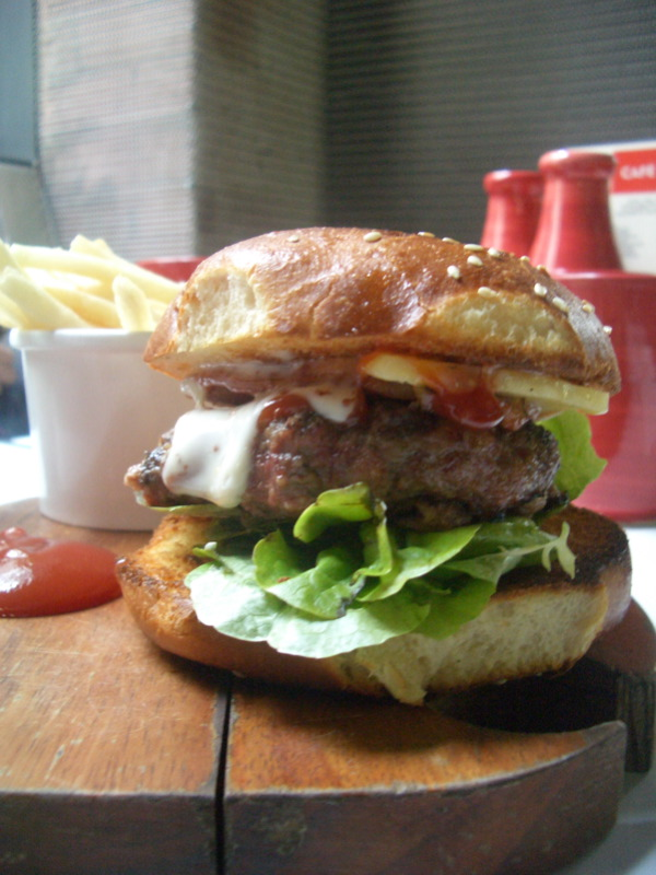 Cafe Vue burger