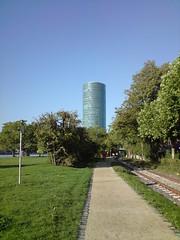 Geripptes - einfach so (herr meier aus frankfurt) Tags: hessen frankfurt main westhafen westhafentower hochhaus mainufer geripptes