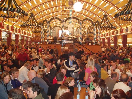 20050917_Munich (Oktoberfest)_Lowenbrau tent 1