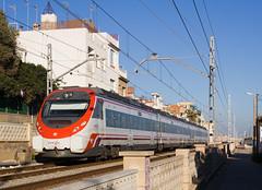 Civia per Montsols (Escursso) Tags: barcelona canon tren spain first railway tunnel primer tunel trainspotting renfe primero 465 montgat adif civia platjaplaya