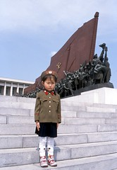 north korea DPRK, Mansu Hill (Frhtau) Tags: soldier republic child hill capital north korea peoples democratic pyongyang dprk nordkorea mansu