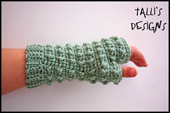 Hori Bobbles Fingerless Gloves (by tallybates)
