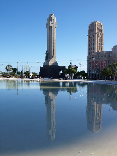 The beautiful lake which now fills the space at Plaza España, the heart of Santa Cruz de Tenerife