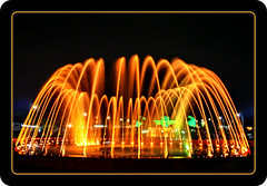 A fountain (SWAIDAN  to Syria  G.W.L.K_) Tags: city colour fountain canon fan flickr quality united lovers emirates arab kuwait currency mania eso q8 fowls flickri kittyschoice kuwaitscienceclub swaidan flickrbestpics sevenler