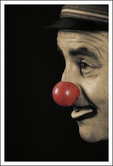 Cisco, el pallasso // Cisco, the Clown (~Oryctes~) Tags: red portrait sepia cutout studio geotagged nose rojo model perfil retrato clown profile gimp catalonia rednose modelo cisco vermell catalunya mirada payaso gaze ubuntu modelling 2009 nas nariz pasoscatalans pagliaccio retrat estudi virado selectivecolouring roig gener pallasso ufraw olesa esparreguera afe selectivecoloring spia virat desaturadoselectivo abigfave canoneos400d olesademontserrat narizroja vestilagiubba sigma18200mmf3563dcos theperfectphotographer goldstaraward montserrat novavitanewlife gimp26 fotoestudi musicsbest geo:lat=41537764 geo:lon=1869768 agrupacifotogrficadesparreguera nasvermell dessaturatselectiu concurssocialtemalliure concurssocialnota10