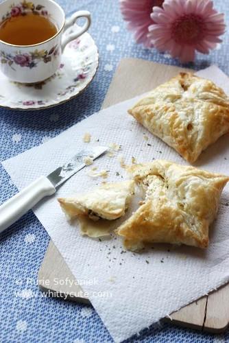 Garlic Cheese Salmon Puff Pastry