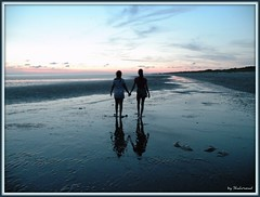Sisters (Shahrazad26) Tags: sunset holland beach strand zonsondergang nederland thenetherlands 1001nights reflexions plage paysbas picnik zuidholland rockanje voorneputten gnneniyisithebestofday