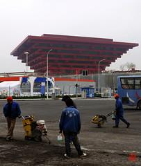 Bald geht's los! (sring77) Tags: china shanghai expo   arbeiter gf1 chinesepavillion expo2010  chinesischerpavillon    2010