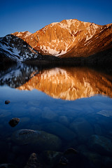 Sunrise at Convict Lake, California, USA (Xindaan) Tags: california morning blue schnee light orange usa white mountain lake snow reflection nature water berg rock sunrise landscape geotagged outdoors dawn see licht us spring nikon scenery wasser unitedstates tripod natur tranquility granite f22 24mm blau nikkor sierranevada landschaft stein sonnenaufgang morgen tranquil gitzo d3 alpenglow reallyrightstuff tranquilscene 1635 easternsierra rrs convictlake granit weis alpenglhen 2011 1635mm monocounty beautyinnature nonurbanscene 16354 singhray laurelmountain bh40 d3s 1635f4 gs3241ls gitzogs3241ls reallyrightstuffbh40 afsnikkor1635mmf40gedvr