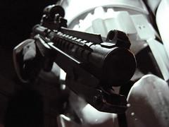 Blaster de stormtrooper (laap mx) Tags: brussels starwars europa europe belgium bruxelles exhibition stormtrooper bruselas brussel belgica bruxelas blaster exposicion tourtaxis