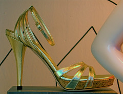 Jimmy Choo ? Metallic gold high heel shoes in window photo 674 (Candid Photos) Tags: california fashion retail shopping italian shoes designer departmentstore boutique beverlyhills accessories designerclothing wilshireblvd womensshoes fashionboutique womensclothing retailstore displaywindows beverlyhillscalifornia highheelshoes finetailoring italiandesigner 90212 upscaleshopping highendretail italianfashions highendshopping womensgoldhighheelshoes march312008 italianfashionhouse womensmetallicgoldhighheelshoes metallicgoldhighheelshoes