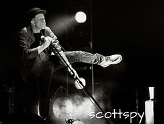 Tom Waits 5 (Scottspy) Tags: music livemusic stlouis orphans gigs singers legend concertphotography waits tomwaits raindogs bonemachine scottspy glitteranddoomtour grimreapersandgrandweepers