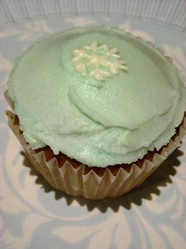 winter cupcake by kukita.