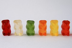 United Colors of Gummi Bears (Pink Pixel Photography (f.k.a. Sunny)) Tags: candy gummibears gummibrchen sweets leckerlecker yummyyummy sigma1770mm abigfave canoneos400d haribomachtkinderfroh ssigkeiten underwachseneebenso ichmagamliebstendiegrnen gebtmirnettevollgummibrenundeinekameraundichbinglcklich ipreferthegreenones
