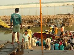 Varanasi ghats (Selbymay) Tags: india varanasi 2007 inde ghats bénares