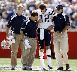 Tom Brady suffers ACL injury