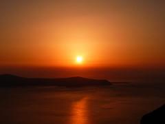 io la sera mi addormento e qualche volta sogno (luana183) Tags: sunset sea summer sky sun tramonto mare estate dream santorini greece grecia caldera cielo sole calore luce vulcano thira fira isola sogno cicladi imerovigli firostefani theunforgettablepictures menoseghementali